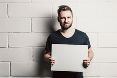Man with beard showing blank white card Royalty Free Stock Photos
