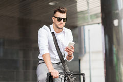 Man with bicycle and smartphone on city street Royalty Free Stock Photos