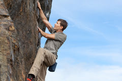 Man bouldering. Handsome young man bouldering or rock climbing outdoors Royalty Free Stock Photos
