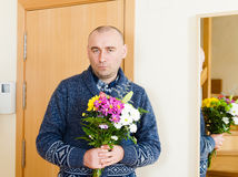 Man with   bouquet Royalty Free Stock Photos