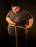 Man bukfett med måttband viktförlust runt om kropp Fotografering för Bildbyråer