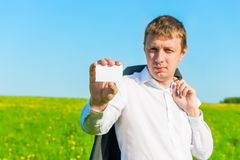 Man  with a business card in hand Royalty Free Stock Photography