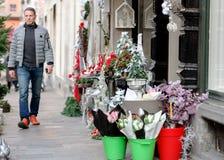 Man buying CHristmas flowers at florist Royalty Free Stock Photos