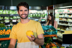 Man buying fruit in supermarket Royalty Free Stock Photos
