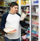 Man buying Italian pizza in cooled food section Stock Photography