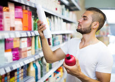 Man buying shampoo Royalty Free Stock Images