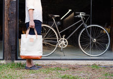 Man with canvas bag and vintage bicycle Royalty Free Stock Images