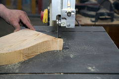 Man carving tree with electric tool Royalty Free Stock Photos