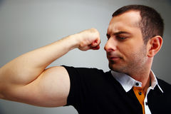 Man in casual cloth showing his biceps Royalty Free Stock Photo