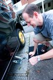 Man changing his tyre Royalty Free Stock Photos