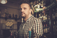 Man chatting with a bartender in a pub Royalty Free Stock Photography
