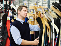 Man chooses hockey stick in sports shop Royalty Free Stock Photos