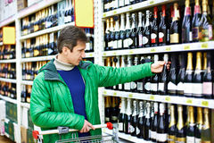 Man choosing wine in supermarket Royalty Free Stock Photography