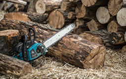 Free Man Chopping Wood With A Chainsaw Stock Photo - 95826500