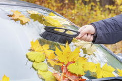 Man cleaning car window Royalty Free Stock Images