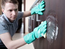 Man cleaning kitchen furniture Royalty Free Stock Photography