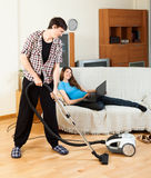 Man cleaning room Royalty Free Stock Photography