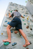 Man climbing a wall Royalty Free Stock Photography