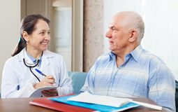 Man  complaining to  doctor about feels Stock Images