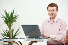 Man with computer laptop in office Royalty Free Stock Photos