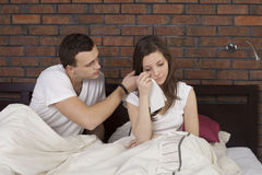 Man consoling woman Royalty Free Stock Photos