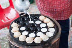 A man is cooking Kanom Krok Royalty Free Stock Photography