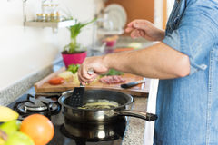 Man cooking Royalty Free Stock Photography