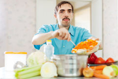 Man cooks lunch wit vegetables Stock Photography