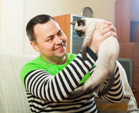 Man on  couch with  little pet Royalty Free Stock Photography