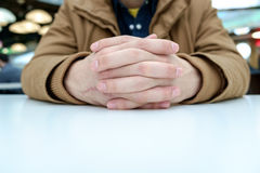 Man with crossed fingers Royalty Free Stock Photography