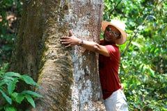 Man curdling tree Stock Photography