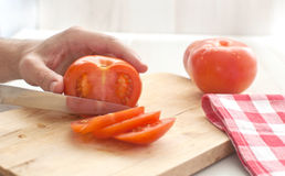 Man cutting tomato Royalty Free Stock Photos