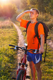Man cyclist carefully scrutinizes the direction Royalty Free Stock Photography
