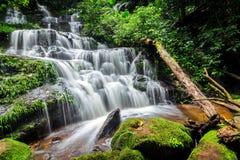 Man dang waterfall Royalty Free Stock Photo