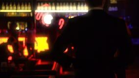 Man dansen och hagyckel i nattklubb, vuxen underhållning, partiavkoppling lager videofilmer
