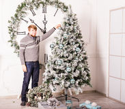 Man decorating Christmas tree Royalty Free Stock Photos
