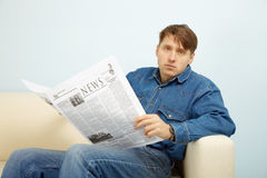 Man disappointed with news from newspaper Stock Photography