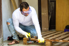 Man dismantled a pallet Royalty Free Stock Photography