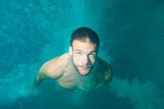 Man diving underwater Royalty Free Stock Images
