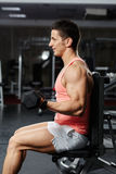 Man doing biceps workout in a gym Royalty Free Stock Photography