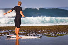Man doing exercises at the beach Royalty Free Stock Photography