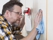 Man doing household chores Royalty Free Stock Photography