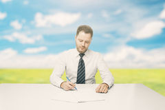 Man doing paperwork outside Royalty Free Stock Photos