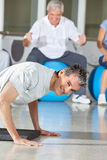 Man doing push ups in fitness Royalty Free Stock Photography