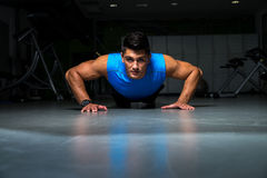 Man Doing Pushups Royalty Free Stock Photos