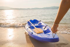 Man dragged the kayak up on shore Royalty Free Stock Images
