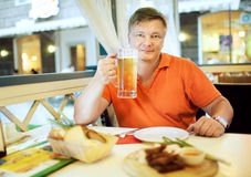 Man drink beer Royalty Free Stock Photography