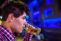 Man drinking beer in nightclub Royalty Free Stock Images