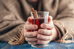 Man drinking hot red wine with spices Royalty Free Stock Photos