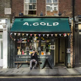Man drinking outside Shop Royalty Free Stock Images